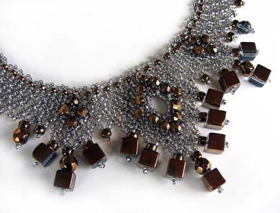 Platinum Gold 'V' Necklace detail