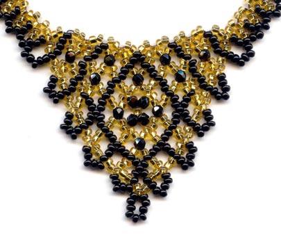 Pearl Drop Crystal 'V' with interlocked band - detail